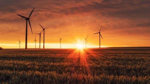 windräder-sonnenuntergang